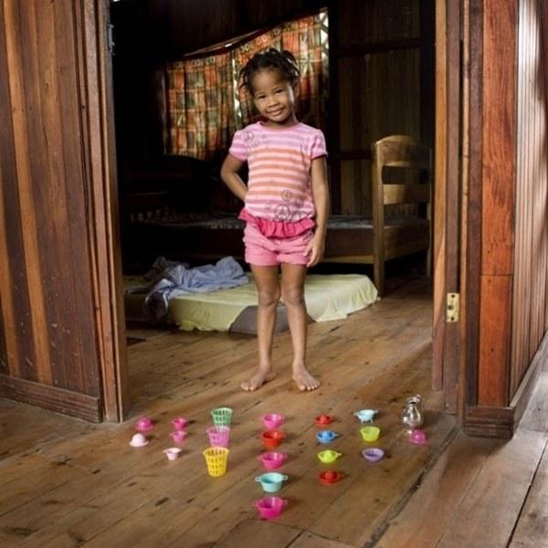 Fotógrafo Retrata Crianças com seus Brinquedos Preferidos fotos brincadeira de criança